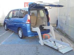日産 セレナ 2.0 X チェアキャブ リフタータイプ 4WD