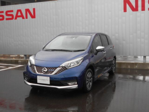 日産 ノート 1.2 e-POWER AUTECH FOUR 4WD