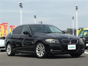 BMW 3シリーズ 320i 純正HDDナビ ステアリングリモコン ドライブレコーダー レザーシート 前席シートヒーター HIDヘッドライト フォグランプ オートライト スマートキー プッシュスタート 純正17インチアルミ ETC