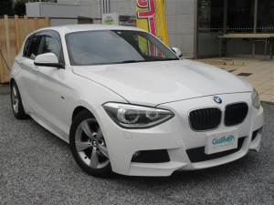 BMW 1シリーズ 116i スポーツ 1シリーズ Pスタート ミラーETC 純正ディスプレイオーディオ MT付シフト アイドリングストップ 革巻きステアリング ウェルカムライト HARMAN KARDON(サウンド) 電動格納ミラー Mスポーツエアロパッケージ 取説/保証書
