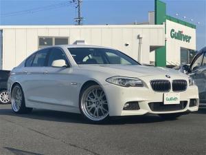 BMW 5シリーズ 528i 純正HDDナビ/フルセグ/CD/DVD/AUX/MSV/バックカメラ/ETC/シートヒーター/パワーシート/コーナーセンサー/オートライト/HIDライト/純正フロアマット/社外アルミ20インチ