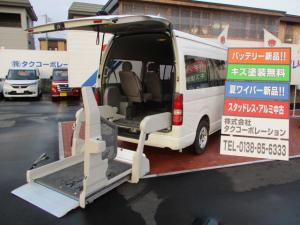 トヨタ ハイエースコミューター 車いす輸送車 Dタイプ 4基積み 4WD リアヒーター