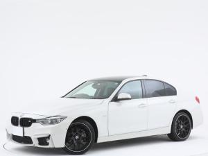 BMW 3シリーズ 320iラグジュアリー 衝突被害軽減ブレーキ/LEDヘッドライト/カーボンルーフ/アダプティブクルーズコントロール/ヘッドアップディスプレイ/純正オーディオ/バックカメラ