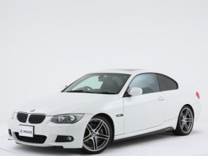 BMW 3シリーズ 335i Mスポーツパッケージ Mスポーツパッケージ/サンルーフ/専用19インチアルミ/黒革シート/カーボンインテリアパネル/純正ナビ/フルセグ地デジTV/バックカメラ